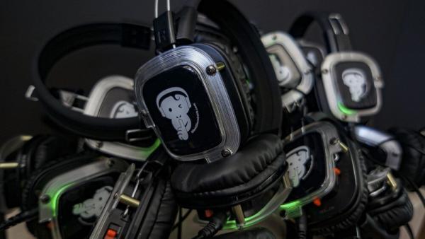 DSC06324 600x338 - 10 till 25 headphones + 2 Transmitters